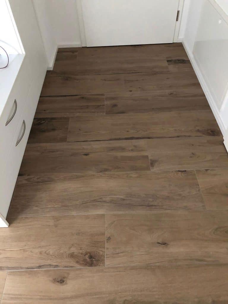 Boden mit Holzoptik Fliesen