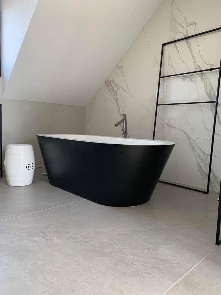XXL Fliesen Bad mit Spachtel